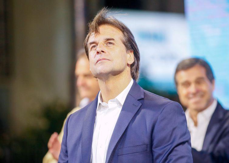 Novo presidente do Uruguai toma posse neste domingo
