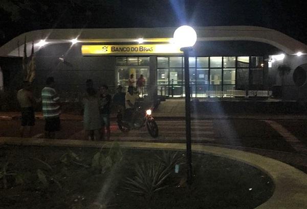 Grupo sequestra motorista de ônibus e explode Banco do Brasil no Piauí