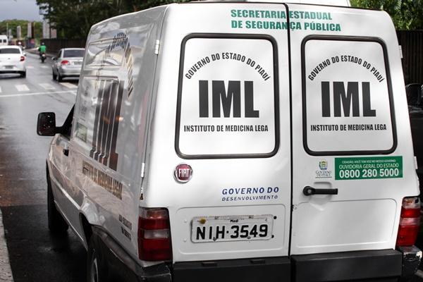 Mulher morre após bater veículo em poste em Teresina