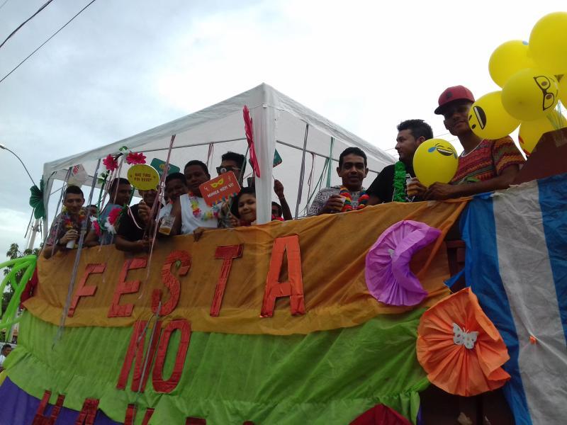 Corso de Monsenhor Gil reune milhares de foliões