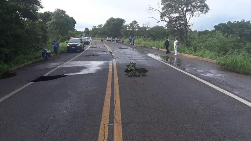 Após fortes chuvas na região, PRF interdita totalmente a BR 343