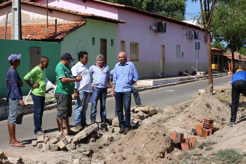 Obras de revitalização da avenida 12 de Outubro em Altos estão em andamento