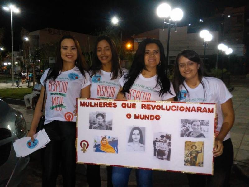 Acadêmicos da faculdade R.Sá realizam mobilização alusivo ao Dia da Mulher