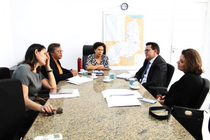 Zé Santana realiza reunião para definir procedimentos de chamadas públicas