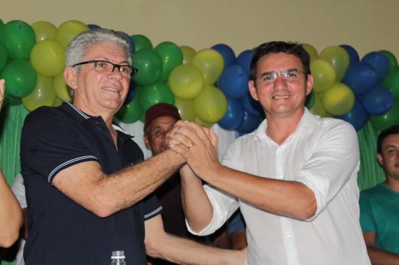 Hilton Gomes lança pré-candidatura em Jatobá do PI com adesão de Dalberto