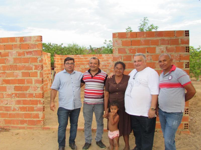 Dr. Alcione visita futuras instalações da capela  de São Francisco de Assis