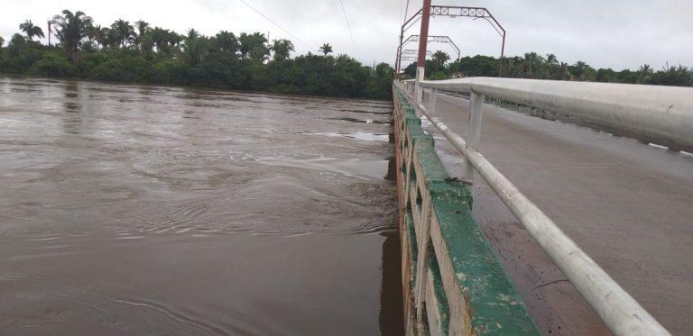 Várias famílias são desalojadas por conta da cheia do Rio Longá