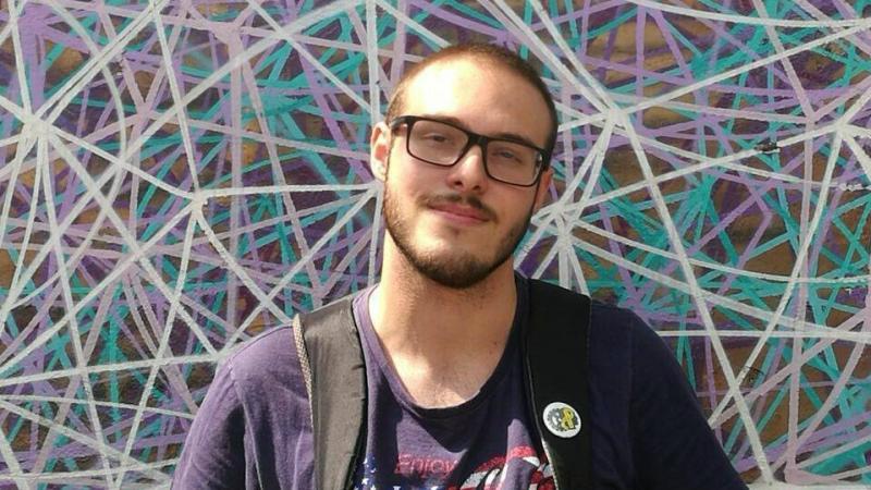 Folião morre eletrocutado após encostar em poste durante bloco de rua