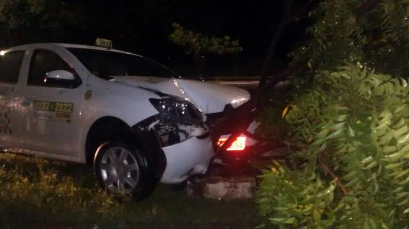 Taxista é esfaqueado e sofre acidente durante assalto em Teresina