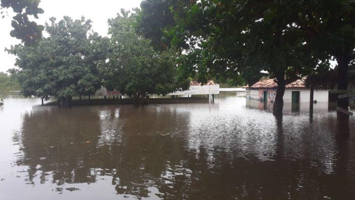 Rio sobe e cerca de 50 famílias podem ficar desalojadas em Barras