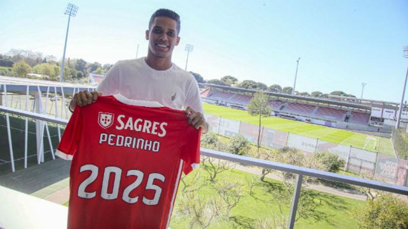 Corinthians confirma venda de Pedrinho ao Benfica