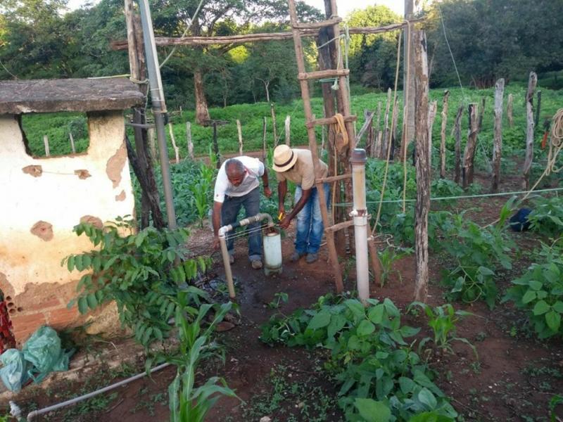 Comunidade Olho D'Água recebe bomba para regularização do abastecimento de água