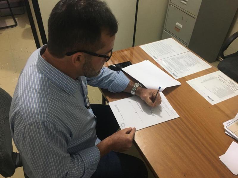 Zé Raimundo assina convênio para obras de pavimentação na zona rural