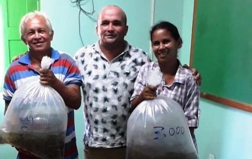 Prefeitura de São João do Arraial distribui alevinos para piscicultores