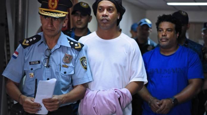 Caso Ronaldinho: Empresária pagou U$ 18 mil por documentos, diz mecânico