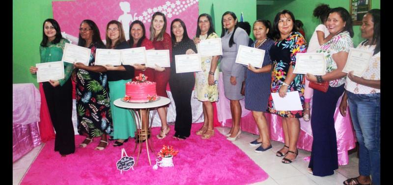 Câmara Municipal homenageia mulheres que prestaram serviços ao Município
