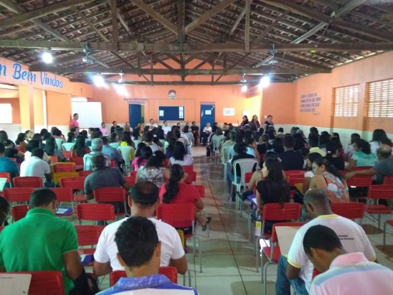 Prefeito de São Pedro participa da abertura da semana pedagógica na cidade