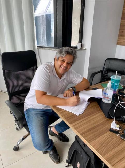 Miguel Leão | Prefeito assina contrato para aquisição de Transporte Escolar