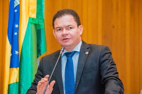 Vídeo: Rafael Leitoa homenageia o ex-prefeito Napoleão Guimarães na ALEMA