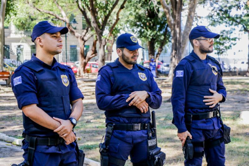 Dupla armada é detida após invadir farmácia em Teresina
