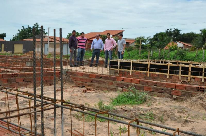 Duas novas Unidades Básicas de Saúde em construção