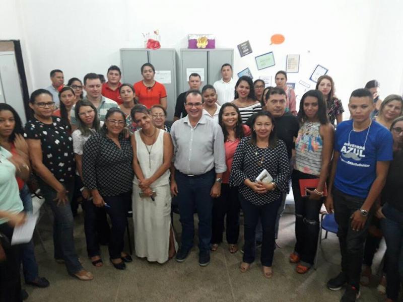 Prefeito Osvaldo Bonfim se reúne com educadores para planejar atividades do ano letivo