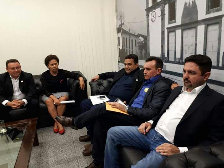 Prefeito de Caridade do Piauí participa de encontro em Brasília