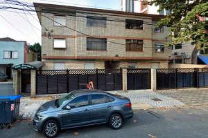 Coronavírus: mulher cai de prédio ao tentar fugir de confinamento