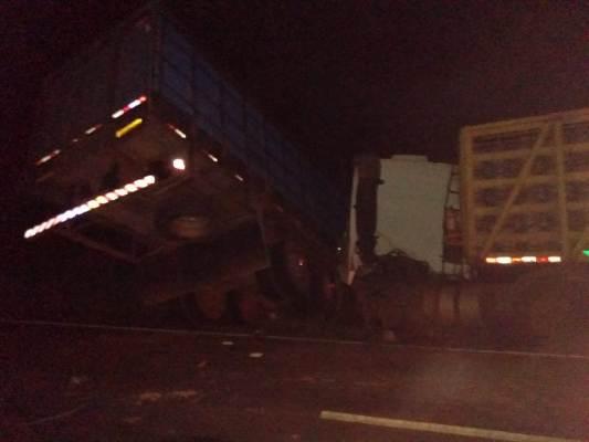 Choque entre duas carretas na BR 316 em Timon por pouco não causa tragédia