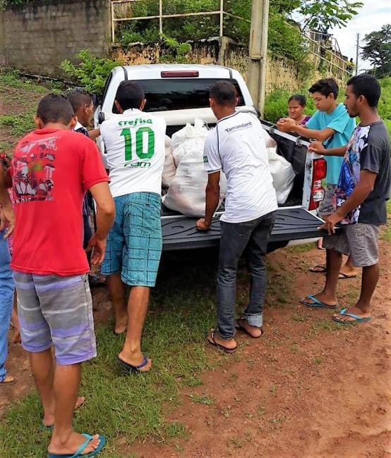 Defesa Civil realiza entrega de cestas de alimentos à desabrigados