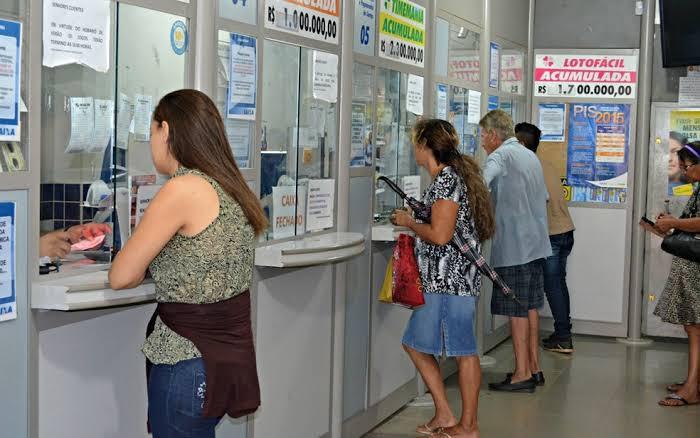 Justiça derruba decreto de Bolsonaro que liberava lotéricas e igrejas