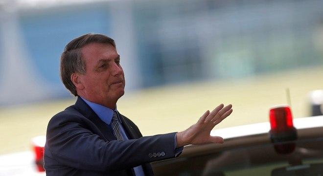 Bolsonaro visita comércio e HFA neste domingo