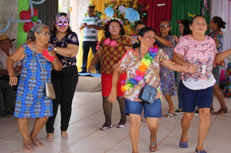 Centro de Referência de Assistência Social realiza carnaval para idosos