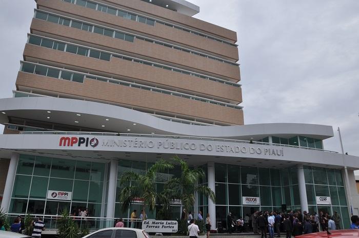 MP-PI ingressa com ação contra prefeito, servidores e empresários