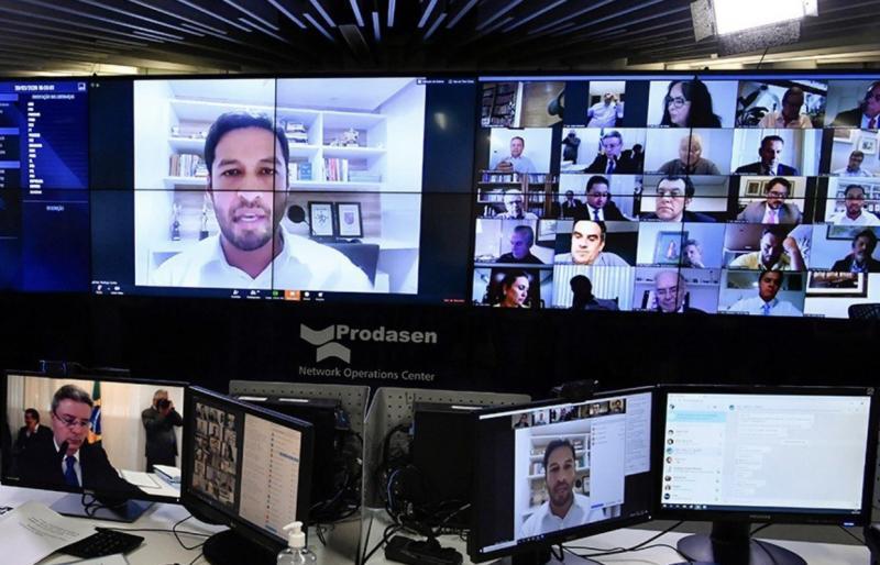 Senado aprova auxílio emergencial de R$ 600 a trabalhadores informais