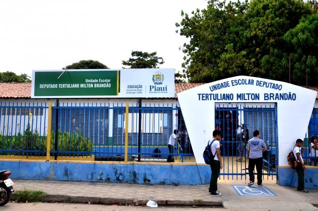 Governo avalia desobrigar escolas a cumprirem 200 dias letivos