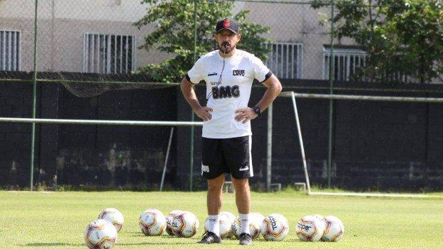 Ramon é o novo técnico do Vasco; Antônio Lopes volta como coordenador