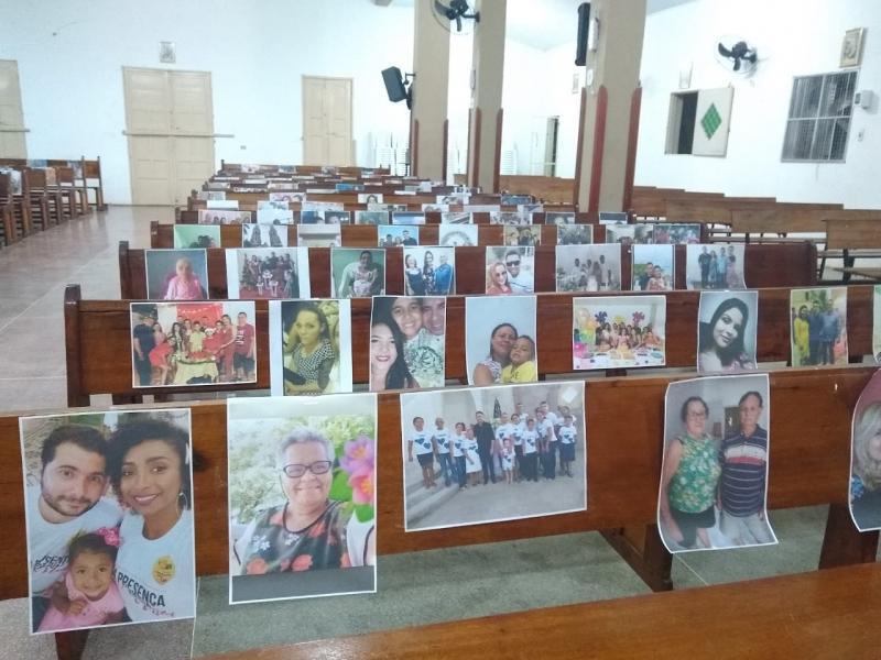 PICOS |Paróquia de São Francisco de Assis coloca fotos dos fiéis nos bancos