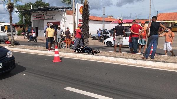 Motociclista morre após passar mal e colidir em árvore no Piauí