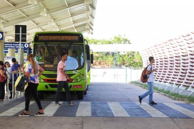 Circulação de passageiros nos ônibus em Teresina tem queda de 90%