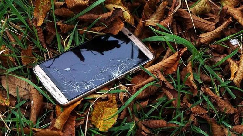 Motorola e LG prometem assistência para celular fora da garantia