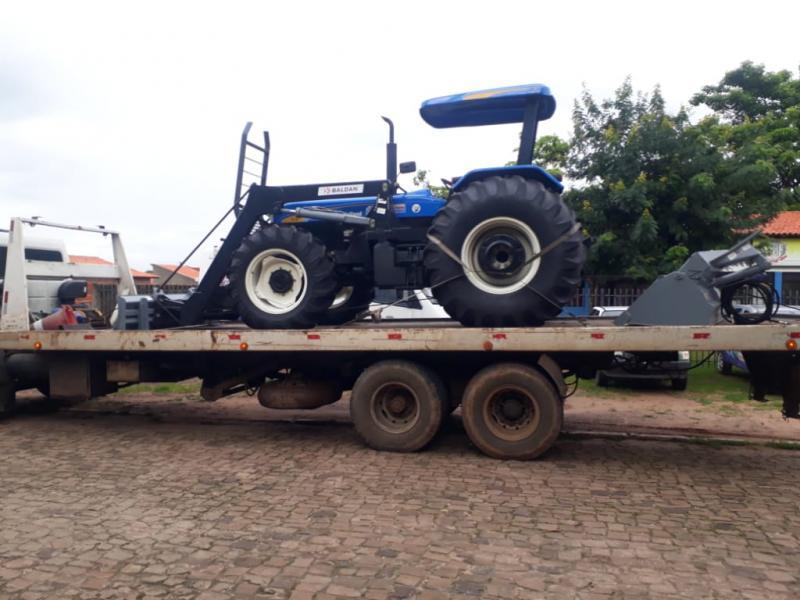 Prefeitura de Pau D'arco adquiri um novo um trator agrícola