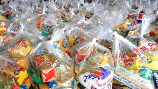 População questiona sobre auxílios e distribuição de cestas básicas