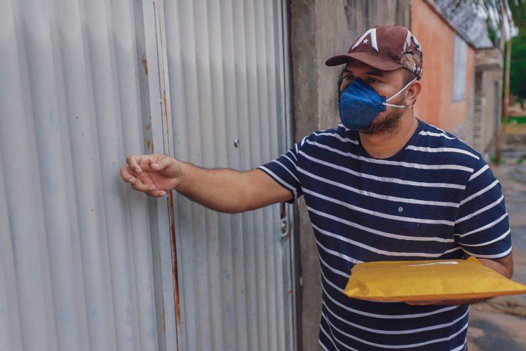 Projeto de doação de livros distribui exemplares nas casas dos piauienses