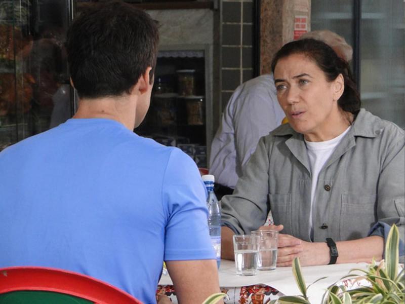 Fina Estampa: Griselda apoia Juan em queixa contra Antenor