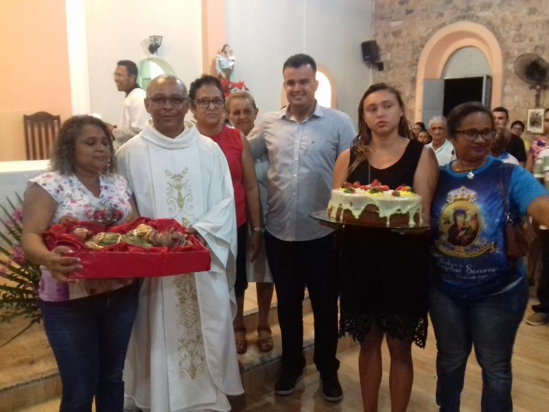 Caravana de fiéis de Demerval Lobão presta homenagem ao padre do município