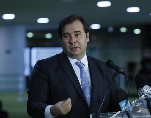 Destaque do Novo é retirado de votação e Rodrigo Maia é duramente criticado
