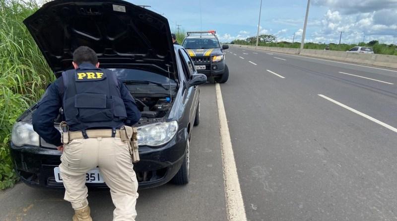 PRF prende integrantes de facção criminosa e recupera veículo na BR-316