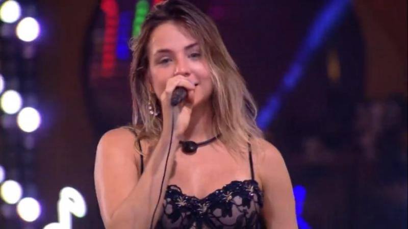 Gabi canta em festa e faz dedicatória: 'Me iludiu, mas gostava de outra'