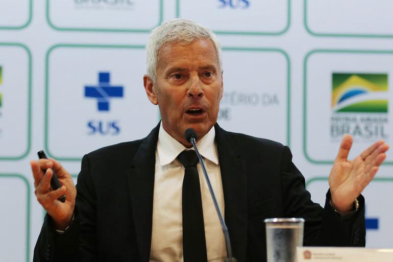 'Todos terão contato com vírus', diz secretário-executivo da Saúde